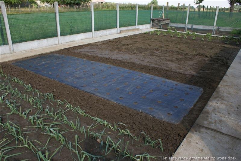 Zelf een groentebed op worteldoek aanleggen groenteninfo - Doek voor tuinborstel ...